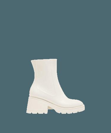 Rubberized heeled ankle boots - Shoes - Woman | Bershka