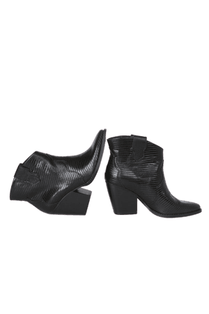 Chinese Laundry Bonnie - Black Ankle Boots - Trendy Western Boots