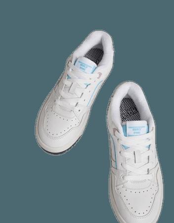 Contrasting pastel detail sneakers - Shoes - Woman | Bershka