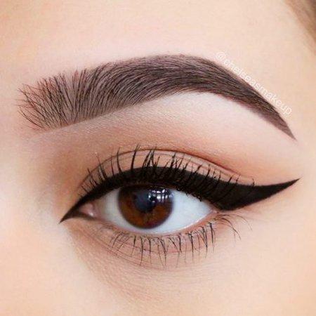 Google Image Result for https://glaminati.com/wp-content/uploads/2017/12/winged-eyeliner-styles-everyday-round-eye-shape-natural-look-cat-liquid-black-500x500.jpg