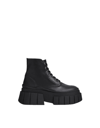 Lace-up boots with textured sole - Shoes - Woman | Bershka