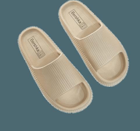Textured flat sandals - Shoes - Woman | Bershka