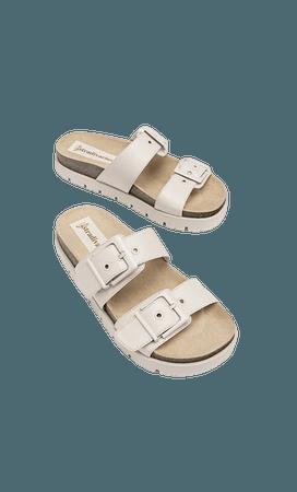 Buckled flat sandals - Women's Just in | Stradivarius United States