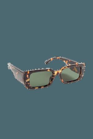 Larissa Plastic Rectangle Sunglasses | Urban Outfitters