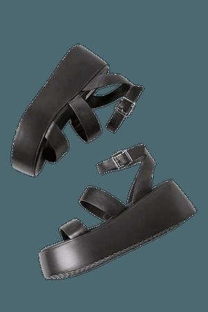 Steve Madden Bay Platform Sandal | Urban Outfitters