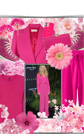 Pretty in Pink! Julia Roberts!