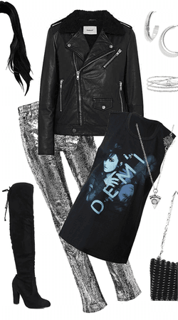 Demi Concert Tee Outfit