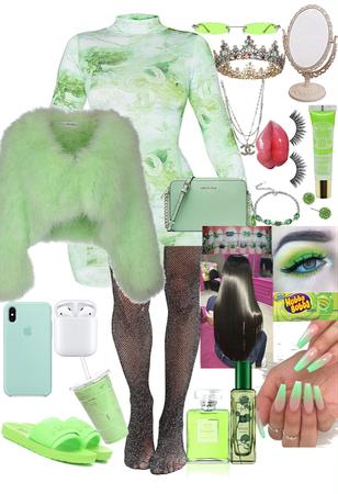 Green Spoiled Princess 👸🏼 💚✏️