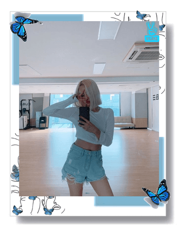 in this vlive yiyeon is in the practice room she