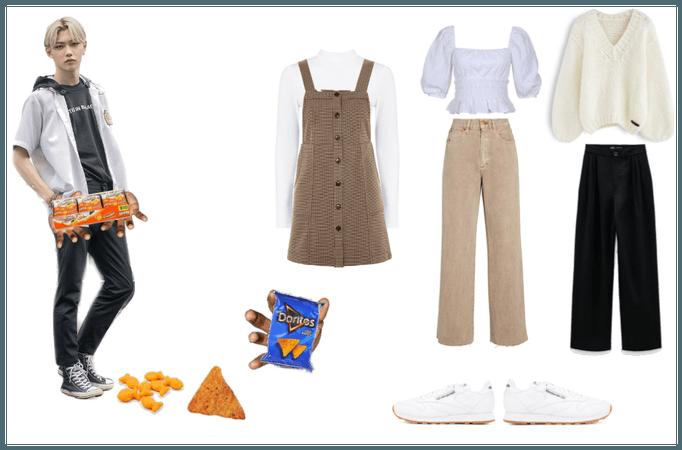 felix wants to give you a mini bag of goldfish