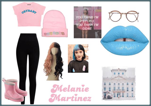 Melanie Martinez Outfit