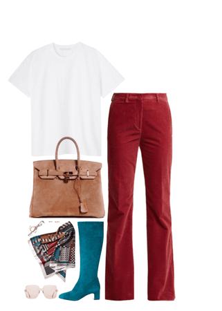 how an Hermès woman wear a white tshirt