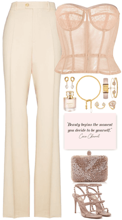 elegance light pink,nude look with gold jewelry