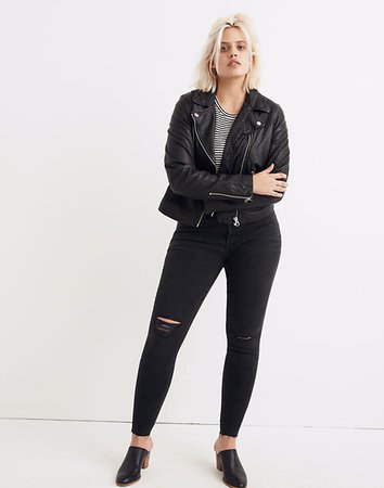 "9"" Mid-Rise Skinny Jeans in Black Sea"