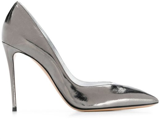 V- vamp metallic pumps