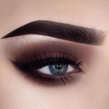 Smokey Brown Eye Shadow w/ Black Eyeliner