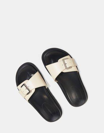 Flat sandals with buckle - Flat sandals - Woman | Bershka
