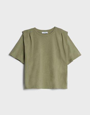 T-shirt with shoulder pads - Tees & Tops - Woman | Bershka
