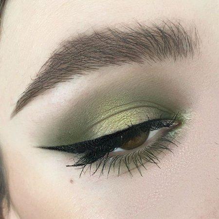 olive green eyeshadow look.