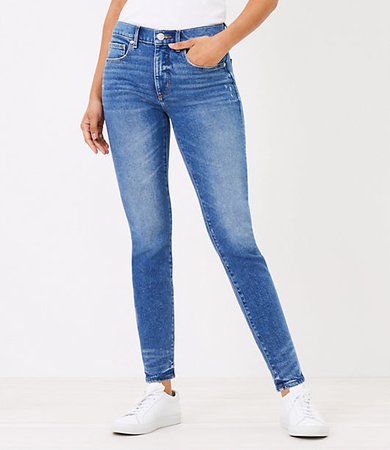 Petite Skinny Jeans in Authentic Mid Vintage Wash