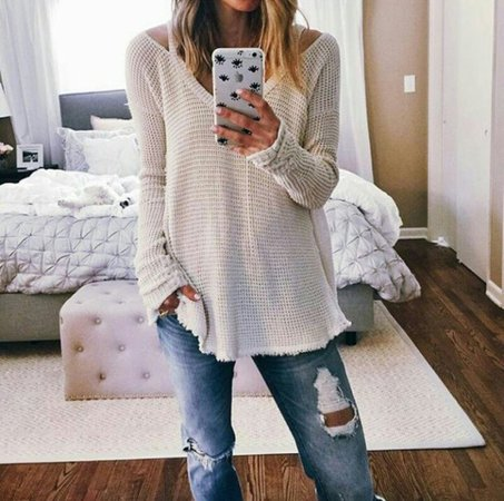 do3zne-l-610x610-sweater-point+clothing-waffle+knit-cream-v+neck+sweaters-phone+case-phone+cover-eyes-iphone-ripped+jeans-jeans-boyfriend+jeans-cute-girly-vintage-style-fashion-classy-fall+outfits.jpg (610×606)