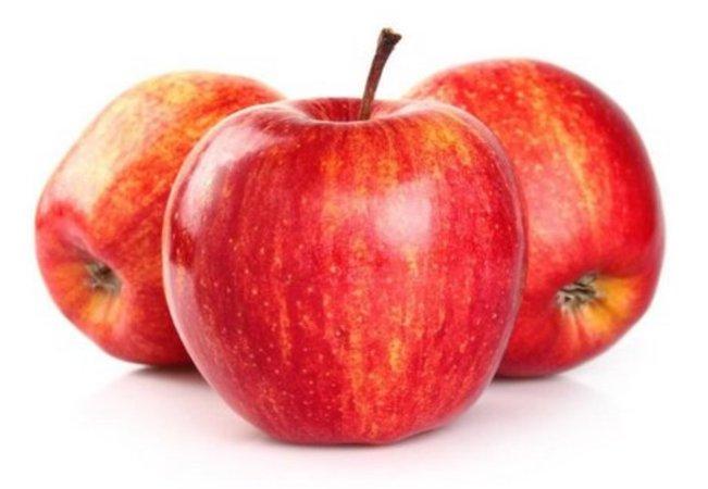 três maçãs