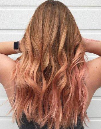 rose gold wavy hair