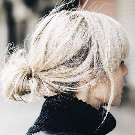 messy blonde bun