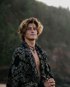 Long hair on guys is so hot … | Surfer hair, Boys long hairstyles, Surfer hairstyles