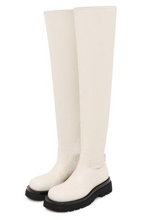 Женские кремовые кожаные ботфорты bv lug BOTTEGA VENETA — купить за 106500 руб. в интернет-магазине ЦУМ, арт. 630302/VBP71