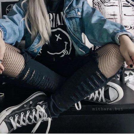 grunge girl aesthetic