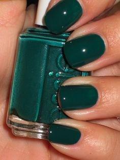 49db330d3d3e9993dc25afc0c7f3b229--dark-green-nails-dark-green-nail-polish.jpg (236×314)