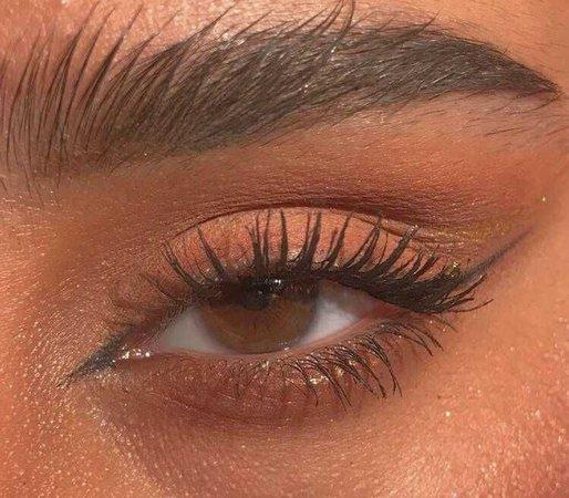 Gold eyes aesthetic