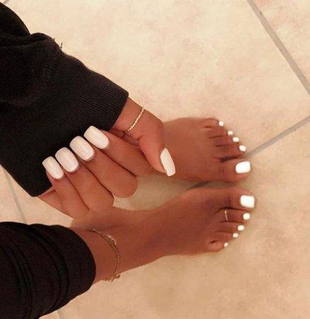 White Toe Nials