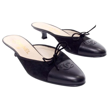 Chanel Black Leather Mules W Round Toe and Kitten Heels CC Logo Size 36 For Sale at 1stDibs