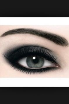 Monochrome smoky eye