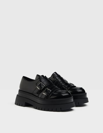 Low-heel XL platform shoes with buckles - Shoes - Woman | Bershka