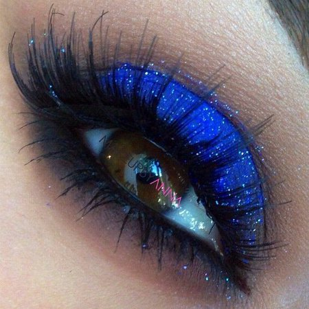 Try Glowing Eye Makeup Ideas with Blue Shadows - Pretty Designs
