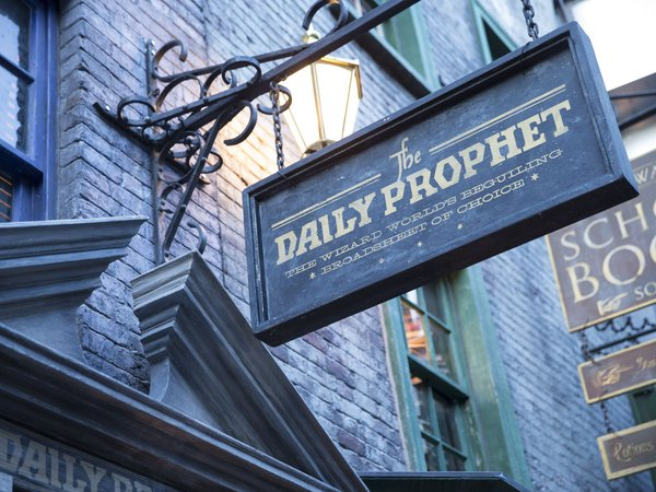 Diagon Alley Daily Prophet Sign | Harry Potter