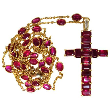 24.70 Carat Natural Ruby Cross Necklace and Yard 18 Karat Rosary Prayer Novena For Sale at 1stdibs