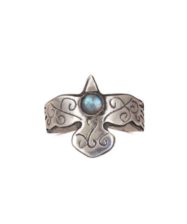 Sterling silver flying raven ring with labradorite | Lunaria jewellery