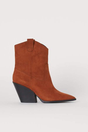 Boots with Pointed Toes - Beige
