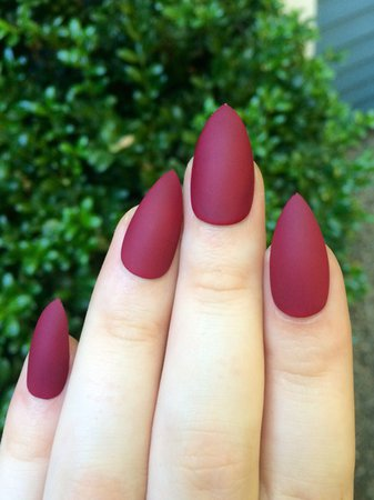 5ydeix-l-610x610-nail+polish-maroon-matte-matte+nails-maroon+nails-nails-fake+nails-pointy+nails-acrylic+nails-finger+nails.jpg (457×610)