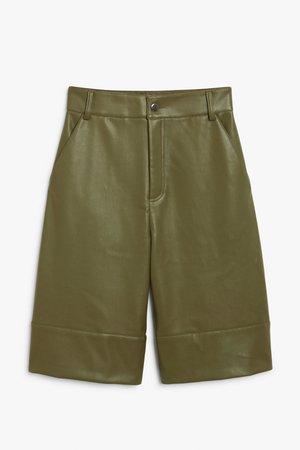 Faux leather bermuda shorts - Khaki - Shorts - Monki WW