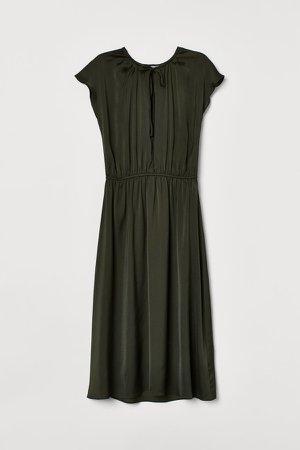 Knee-length Satin Dress - Green