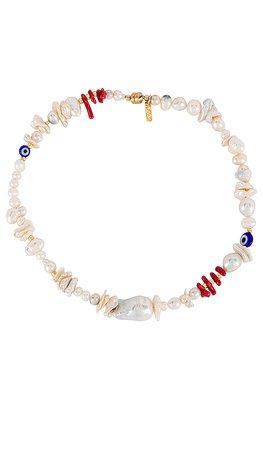 joolz by Martha Calvo Alessa Pearl Necklace en White & Coral | REVOLVE