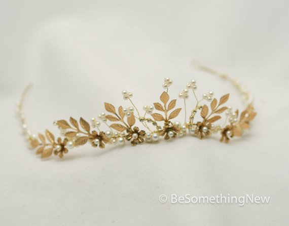 Gold Leaf Crown Bridal Gold Wedding Crown Woodland Queen Wedding Headpiece Leaves Flowers Metal Wedding Hair Accessory, Gold Bridal Tiara