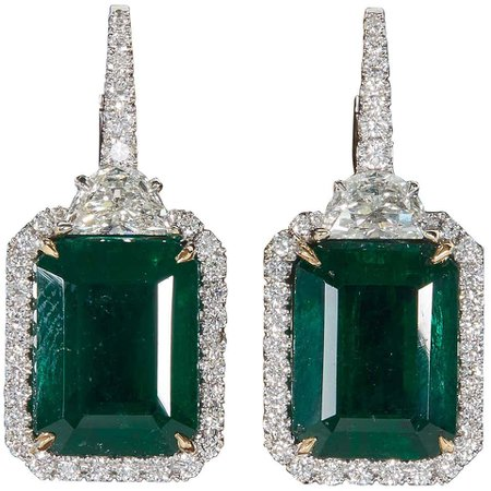 Green Emerald and Diamond Dangle Drop Earring For Sale at 1stDibs
