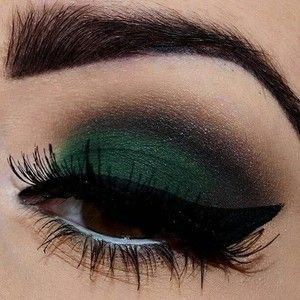 Emerald Drag Makeup