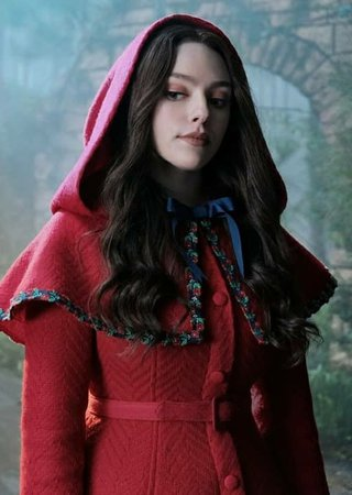 hope mikaelson red riding hood